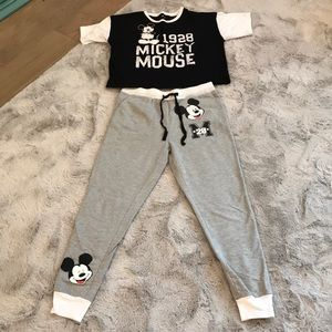 Disney Mickey Mouse shirt and joggers pjs small